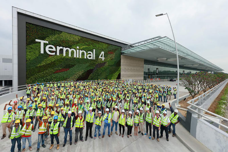 Construction of changi airport t4 completed publications trade airport staff and workers gather at changi airports terminal 4 facade to mark the completion of construction photo cag malvernweather Image collections